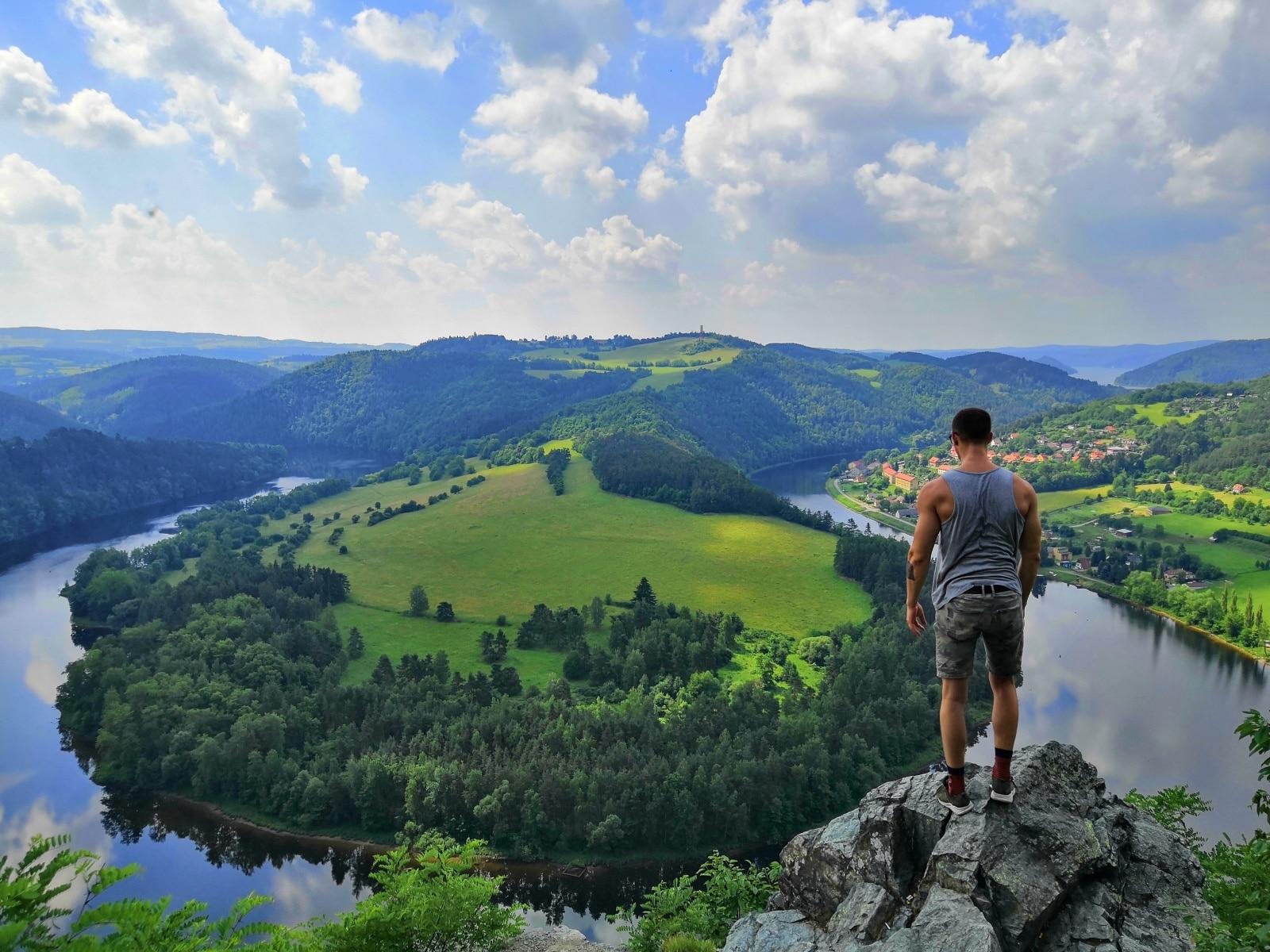 czech-country-side.jpg (466 KB)